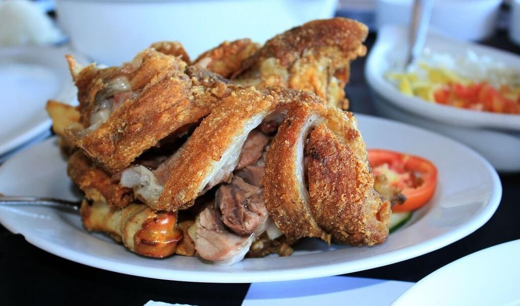 Filipino delicacy crispy pata